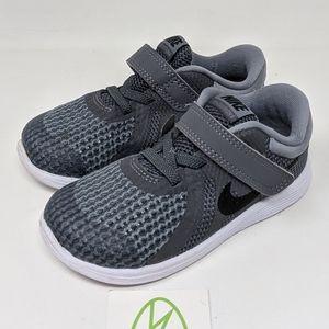 Nike Revolution 4 (TDV) Running Shoes grey